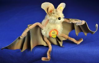 Steiff: Fledermaus / Bat Eric,  1310,  00,  1960 - 1962,  Knopf,  Schild,  Button,  Flag Bild