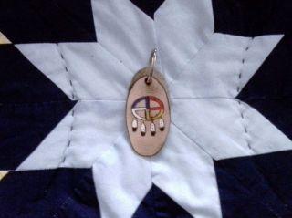 Native American Handarbeit Brandmalerei Cheyenne Medicinewheel Schlüsselanhänger Bild