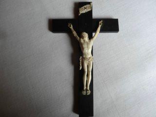 Kruzifix Kreuz Aus Ebenholzolz,  Korpus Aus Bein,  Handgeschnitzt Bild