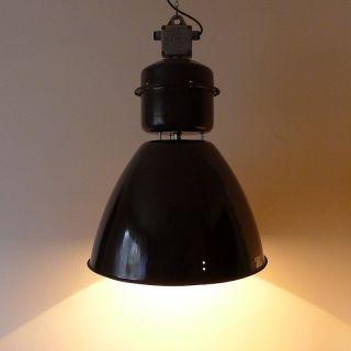 Große Emaille Lampe.  Industrielampe.  Fabriklampe.  Vintage Industrial Lamp. Bild