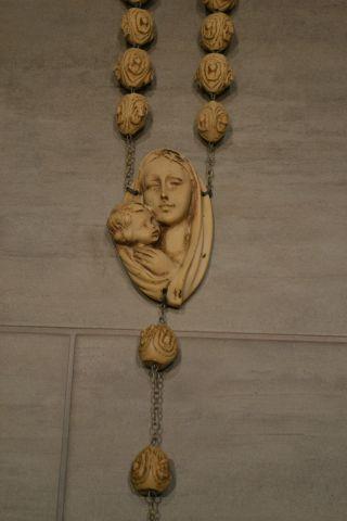 Italienischer Wand Rosenkranz Aus Stein 160 Cm – Gepflegter Bild