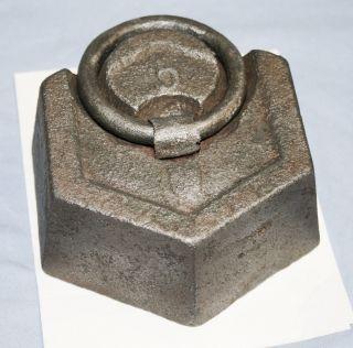 Altes Gewicht Aus Eisen 5 Pfund Mit Prägung Gewicht,  Wappen Und Schriftzeichen Bild