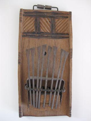 Altes Musikinstrument Aus Holz Und Metall,  Asiatisch? Bild