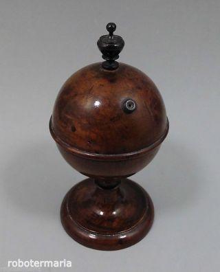 Um 1880: Runde Garndose,  Faden Dose,  Wurzelbirke,  Dunkel Gebeizt Bild