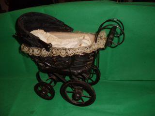 Älterer Kleiner Kinderpuppenwagen Aus Nachlass. Bild