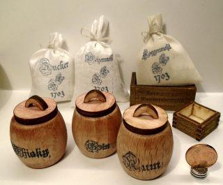 3 Säcke,  3 Fässer Und 2 Kisten F.  Kaufladen,  Puppenhaus,  Puppenstube 1:12 Miniatur Bild