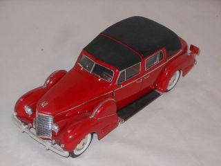Signature Metallmodell - 1:18 Scale - 1928 Cadillac Bild