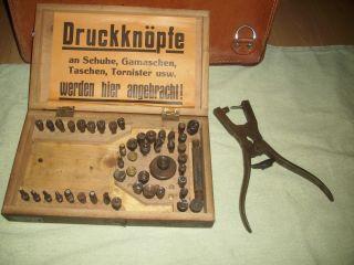 Sattlerwerkzeug: Kasten Für Nietenzange Und Zubehör - Um 1920 - Schuster Bild