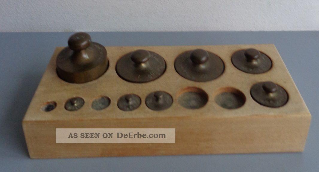 Alte Gewichte Apothekergewichte 8 StÜck Im Holzsockel Kaufleute & Krämer Bild