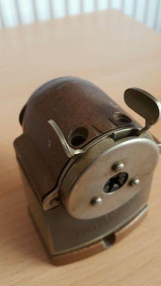Dachboden - Alter Bleistiftanspitzer Dahle 99 Um1950/60 Mit Aufgehängten Kasten. Bild