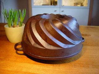Bundt Pan Cake Cast Iron Cast Iron Bundt Cake Huge Big Swirl Gugelhupf Backform Bild