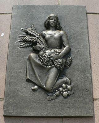 Buderus Kunstguß,  Reliefs,  Sitzende Frau Mit Ährengarben Und Früchten Bild