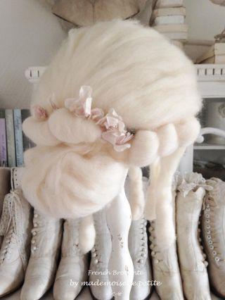 Antike Damen Perücke Haarnadel Stoffrosen Ballett Theater Wig Frankreich Shabby Bild