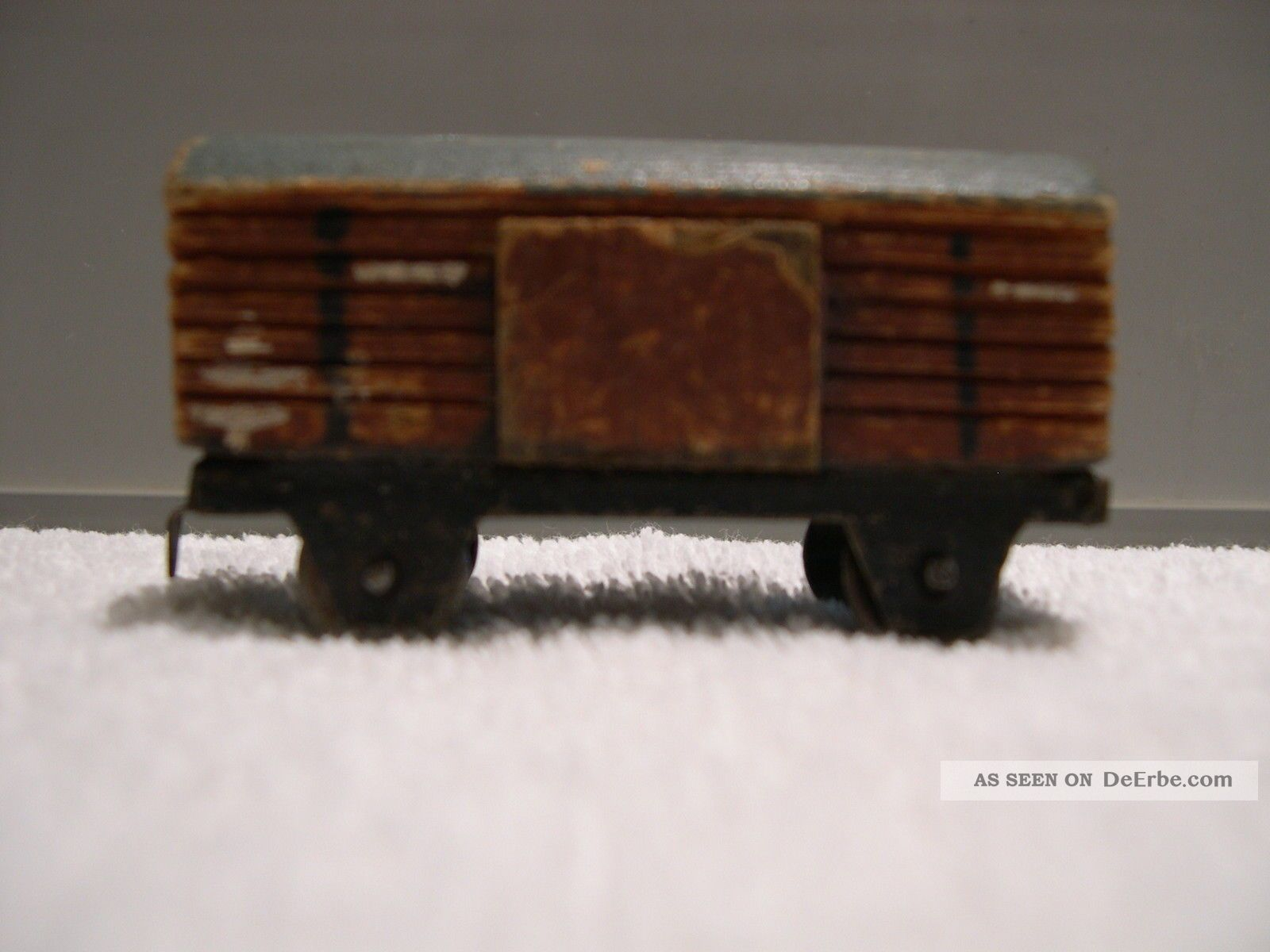 alte eisenbahn ca 1930 1940 aus holz und blech getreu mit kupplungen. Black Bedroom Furniture Sets. Home Design Ideas