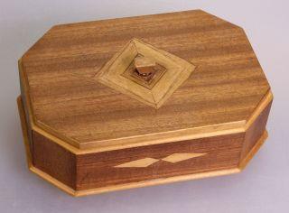 Handgearbeitete Holzdose,  Holzschachtel,  Mit Intarsien (2111) Bild