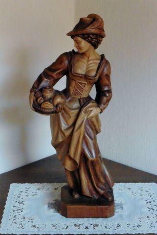 Holzfigur Holz Figur Frau Mit Korb Tracht Geschnitzt Trachten Mädchen Eine Sehr Bild