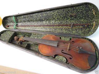 Dachbodenfund: Alte Geige Im Holzkasten Um 1900 Bild