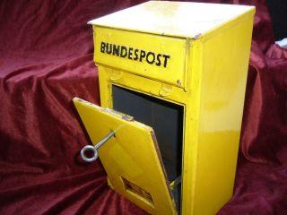 Briefkasten,  Post,  Brief,  Postsendung,  Postempfang,  Hausbriefkasten,  1957,  Antik Bild