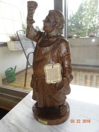 Schöne Madera Holzfigur Geschnitzter Mönch Mit Krug Handgeschnitzt Bild