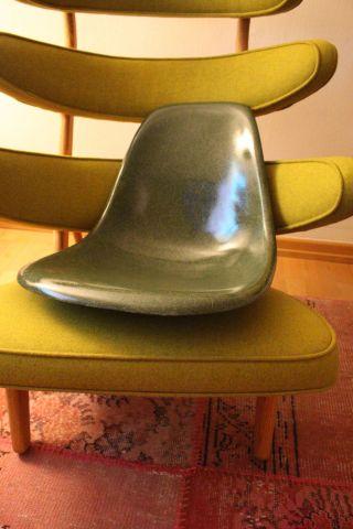 Eames Fiberglas Sidechair Schale / Grün / Vitra Bild