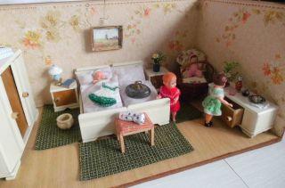 Antike Schlafzimmermöbel Mit Zubehör - 30er Jahre - Für Puppenstube/puppenhaus Bild