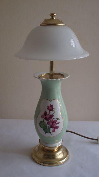 Ältere Messing - Keramik - Tischlampe Mit Weißer Glasschale Bild