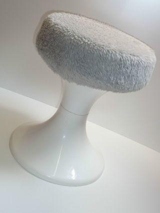 70er Jahre Badhocker Hocker Kunststoff Weiß Plüsch Grau 70s Plastic Stool White Bild