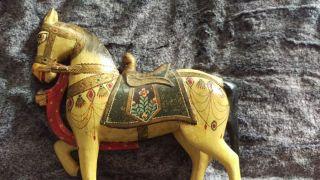 Altes Pferd Holzpferd,  Farbige Schnitzerei Bild
