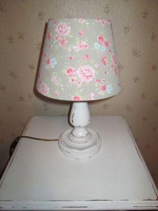 Tischlampe Lampenfuss Aus Holz In Shabby - Chic Mit Lampenschirm Im Landhausstil Bild