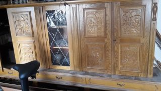 Sidebord Kommode - Massivholz Schrank - Sidebord Mit 4 Turen Vitriene Geschnizt Bild
