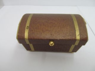 Mes - 45988 Alte Puppen Papp - Truhe H:ca.  6cm,  Ohne Verpackung, Bild