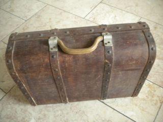 Schöner Koffer Aus Holz Mit Nieten,  Kiste,  Holzkiste,  Ungewöhnlich,  Antik,  Alt Bild