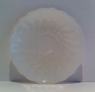 Fire King Anchor Hocking Swirl Shell Milk White Scalloped Edge Coffee Saucer Vtg Bild