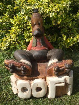 Sitzender Goofy Auf Rollschuhen,  Aus Holz - Farbig Staffiert - Disney Bild