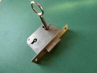 Alte Schlüssel - Gut Erhaltenes Möbelschloss Mit Schlüssel - Einsteckschloss Bild