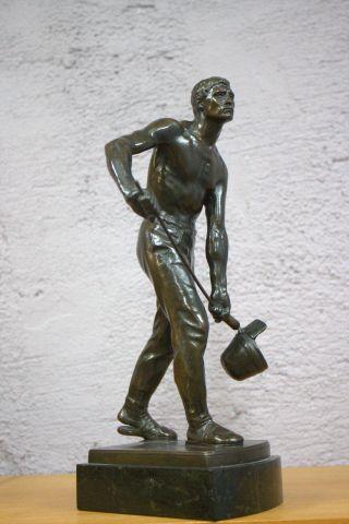 Bronze Skulptur Plastik Gerhard Adolf Janensch Eisengießer Auf Der Plinthe Sign Bild