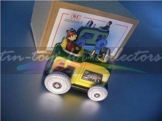 Kleiner Traktor In Größe Der Alten Penny Toys Der Jahrhundertwende Bild