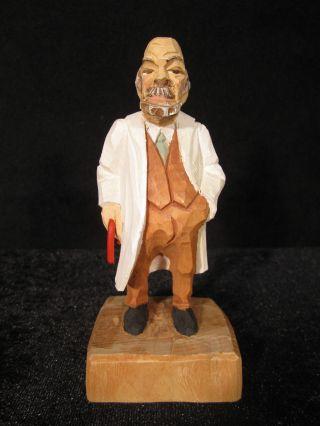 Magen - Arzt,  Doktor,  Dr.  Med.  Handgeschnitzt Zirbelholz Ca 14,  5 Cm,  Farbig Bemalt Bild