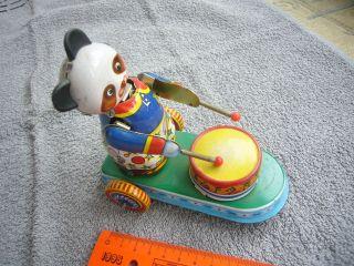 Altes Blechspielzeug Panda Bär Der Trommelt Ca.  13 Cm Sammlernachlass Bespielt Bild