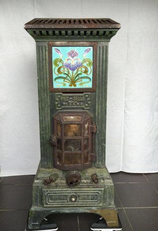 Wunderschöner Franz.  Jugendstil Ofen Gußeisen M.  Intakten Farbigen Reliefkacheln Bild