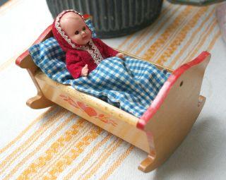Püppchen Puppenbett Puppenwiege Babypuppe Bild