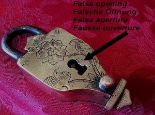 Alte Kleines Vorhängeschloss Mit Geheimnis Messing Eisen Padlock Cadenas Key Clé Bild