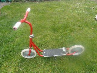 Alter Tretroller Blechroller Kinderroller Spielzeug Bild