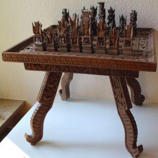 Altes Schach Tisch Mit Figuren Handarbeit Schnitzerei Bild