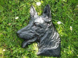 Historischer Eisenguss Relief Hund Schäferhund Bild