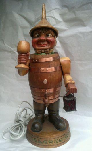 Geschnitzte Holz Figur Kellergeist Wein Fass Deko Werbung Reklame Bild