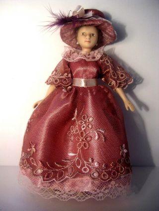 Rosas - Braunes Tüllspitzenkleid Mit Hut Für Puppe,  Modeladen 1:12 Bild