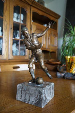 Metall Figur Fussballspieler Bronze? Skulptur Statue Büste Sculpture Bust Bild