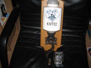 Alte Wandkaffeemühle Mit Porzellankörper,  Kaffeemühle Aus Den 60er Jahren, Bild