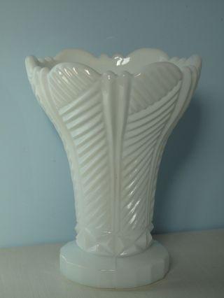 Pressglas Opalglas Weiß Vase Blumenvase Glas Milchglas Shabby Vintage Glas Bild